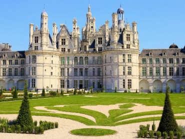 Chateau of Chambord - Helix stairs - Loire Valley - France - (C)Leonard de Serres
