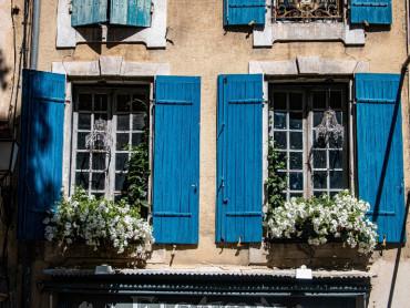 Provence Private Tour from Aix, exclusive driver guide, Arles Romain heritage, Saint Rémy and Baux de Provence