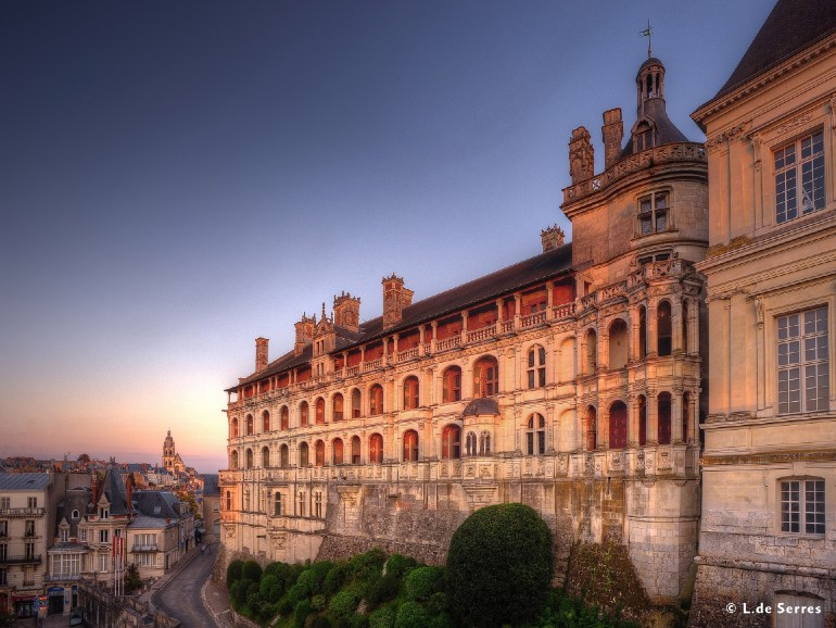 Loire Valley package Small group tour 3 days 2 nights 4*hotel in Tours, 9 best chateaus & 3 wine tasting and tour, expert guide