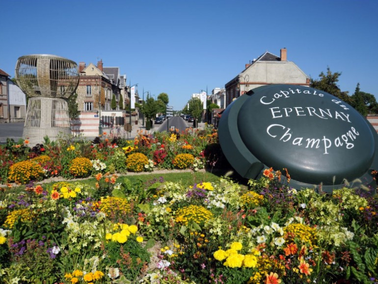 Reims & Epernay, The Bubbles Day, 2 Champagne tasting, Moet & Chandon / Taittinger, Monday to Sunday.