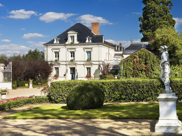 Loire Valley Day Tours and overnight in hotel Le Choiseul**** Chateaux & Wines of the Loire Valley