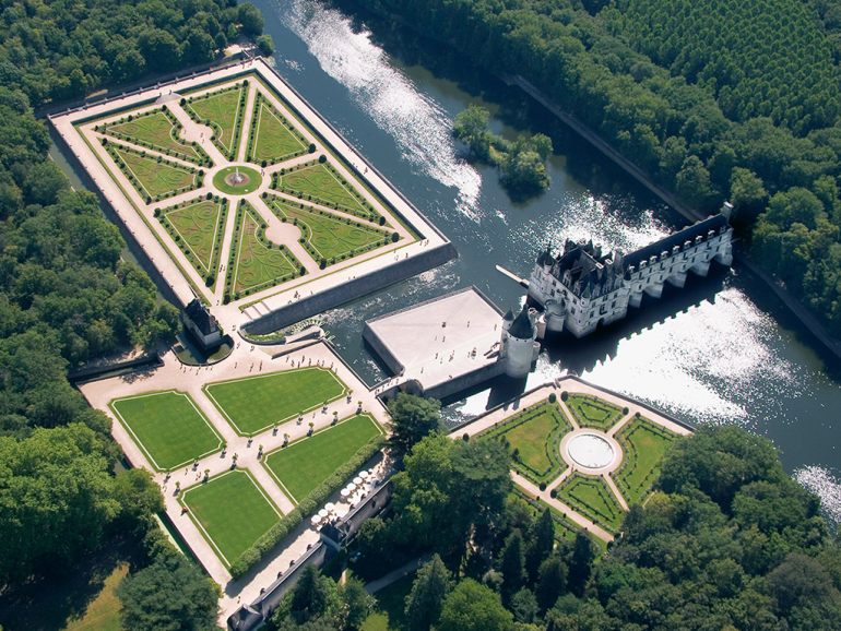Private Luxury escorted tours in Loire Valley, Chartres, Versailles and Paris UNESCO WORLD HERITAGE