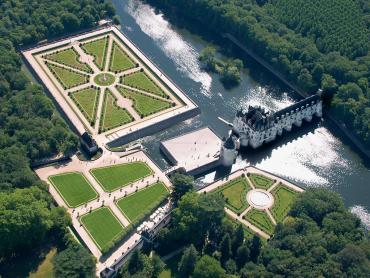Circuito privado con guía castillos del Loira, Chartres, Versailles y Paris